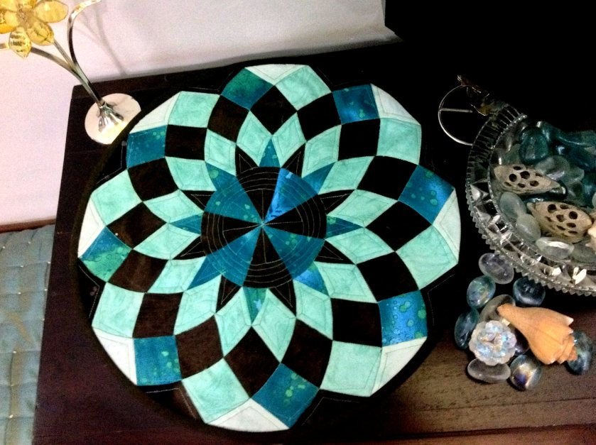 Round table runner